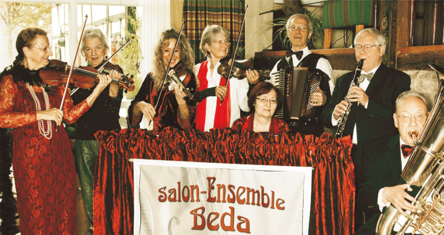 Kaffeehaus mit dem salon ensemble beda kleine besetzung for Ensemble salon